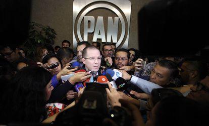 Ricardo Anaya es entrevistado antes del Consejo Nacional del PAN.