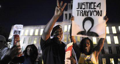 Protestas en el exterior de la Corte de Justicia.