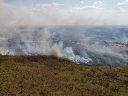 Vista general de un incendio a mediados de mes en la ciudad de Cuiabá en el Estado de Mato Grosso (Brasil).