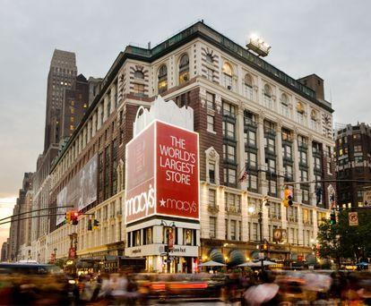 """En la llamada """"esquina del millón de dólares"""", en Herald Square entre la 34 y Broadway, se encuentra el bloque de los almacenes Macy's."""