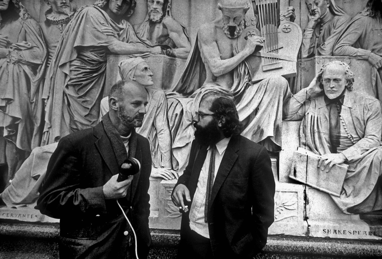 Lawrence Ferlinghetti (izquierda) y Allen Ginsberg, en Londres en los años setenta.
