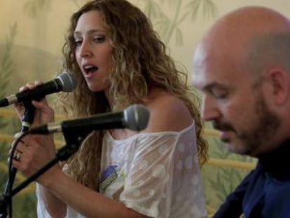 Nacho Mañó y su mujer, la cantante Gisela Renes.