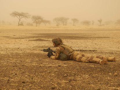 Un soldado francés de la Operación Barkhane, en la región maliense de Gourma, el 26 de marzo de 2019.