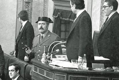 José Bono tenía 30 años y era secretario cuarto de la Mesa del Congreso de losm Diputados