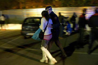 Redada de la guardia urbana de Barcelona contra la prostitución en el distrito de Les Corts el pasado mes de diciembre.