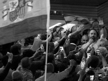 Santiago Abascal, líder de Vox, al llegar a un mitin electoral en Sevilla el pasado 24 de abril.