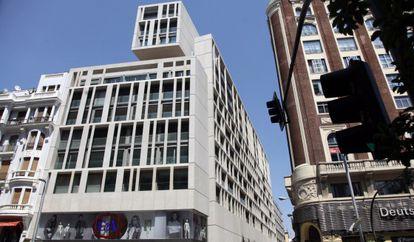 El bloque de apartamentos de lujo que ocupa el número 48 de la Gran Vía.