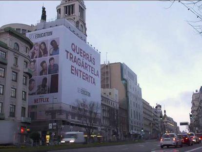 La lona sobre el edificio del Círculo de Bellas Artes.