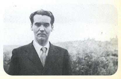 Federico García Lorca, fotografiado en los años treinta en El Cigarral por la periodista francesa Marcelle Auclair.