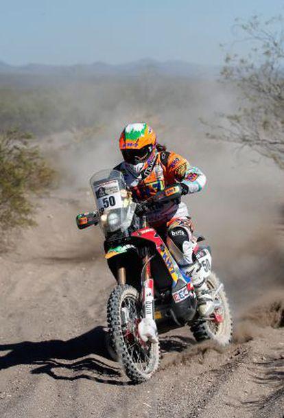 Laia Sanz progresa en el desierto
