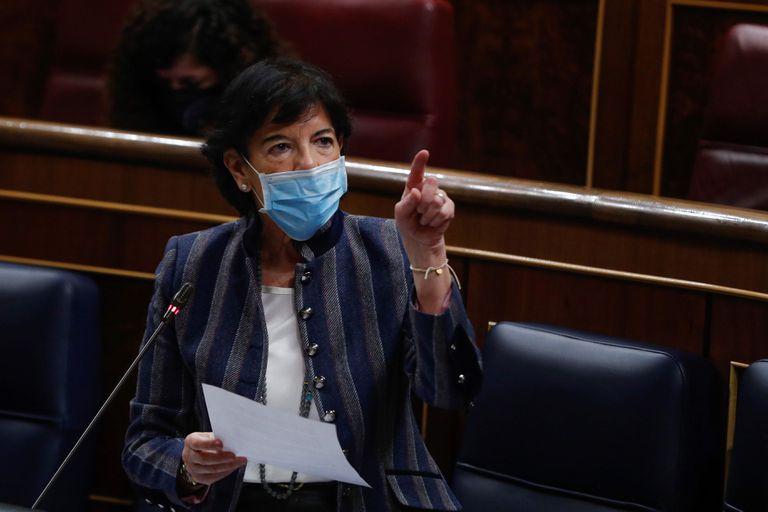 La ministra de Educación, Isabel Celaá, en el Congreso.