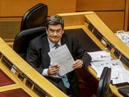 El Ministro de Inclusión, Seguridad Social y Migraciones, José Luis Escrivá, durante su intervención en el pleno de control al Gobierno.