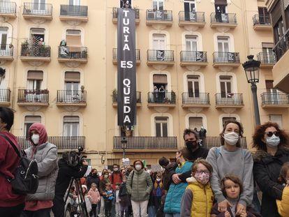 Concentración contra la expulsión de los vecinos de dos edificios de la calle Turia de Valencia.