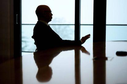 El alemán Klaus Schwab se estableció en Suiza, donde ejerció la docencia y fundó el Foro de Davos.