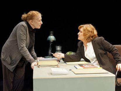 Magüi Mira (izquierda) y Ana Wagener en 'La anarquista'.