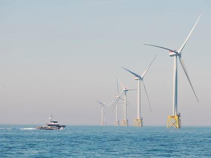Parque eólico frente a la costa de East Anglia, al sudeste de Gran Bretaña.