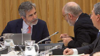 El presidente del Tribunal Supremo y del Consejo General del Poder Judicial (CGPJ), Carlos Lesmes (izquierda), en enero en una reunión de la comisión permanente y del pleno del CGPJ celebrados en Pontevedra.