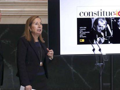 Ana Pastor y Pío García Escudero presentan el logotipo para la conmemoración del 40 aniversario de la Constitución.