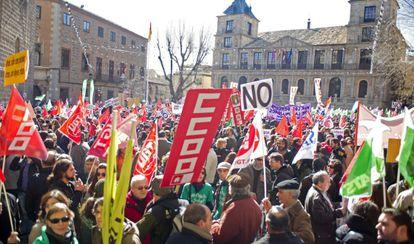 Miles de personas se manifiestan en Toledo en defensa de lo público.