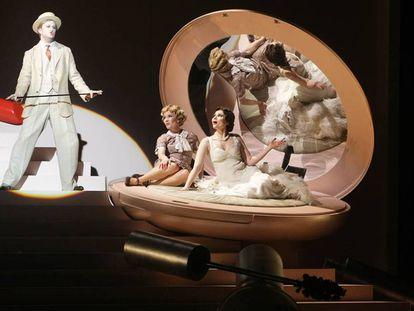 Representación de la ópera 'Powder her face' en el Arriaga de Bilbao.
