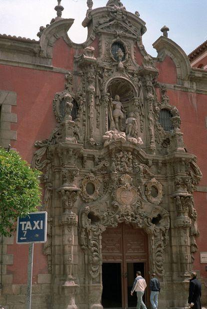 Fachada principal del museo, obra de Pedro de Ribera.