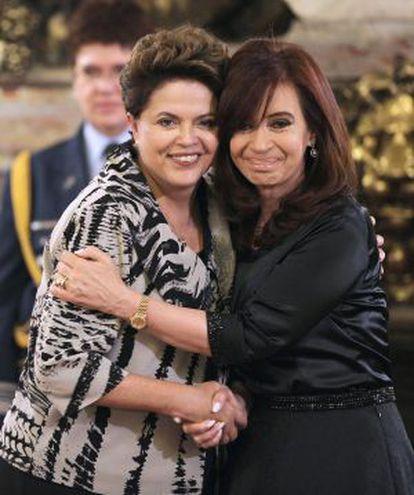 Cristina Fernández de Kirchner abraza a Dilma Rousseff.