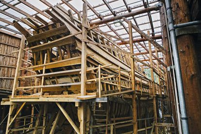 Exterior del barco en construcción.