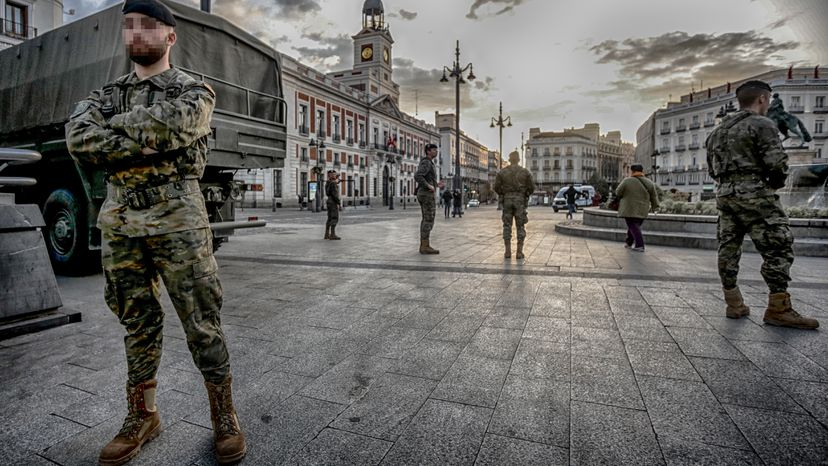 El Ejército realiza en 20 días más de 7.000 actuaciones en un millar de  poblaciones | España | EL PAÍS