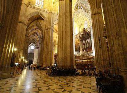 Un aspecto del interior de la catedral de Sevilla.