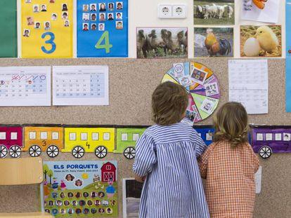 Niños en una clase de Infantil.