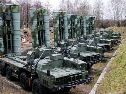 Un sistema de defensa antiaérea S-400 desplegado en el enclave ruso de Kaliningrado.