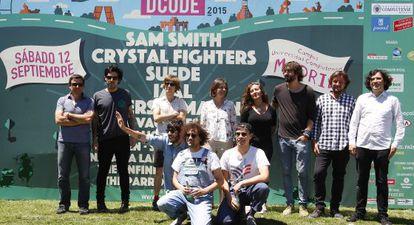 Izal, Trajano, L.A. y Parrots junto a los organizadores del festival.