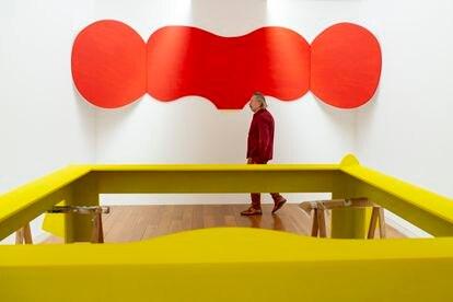 El artista David Lamelas, en su exposición del CGAC de Santiago de Compostela.