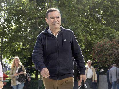 Esteban Cuesta, exgerente de la depuradora de Valencia, llega al juicio.