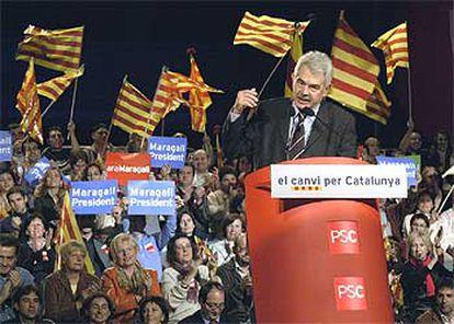Pasqual Maragall, durante el mitin de ayer en el Palau de Sant Jordi de Barcelona.