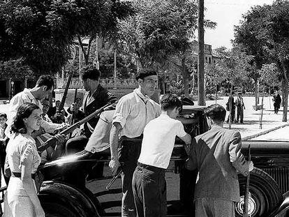 Civiles alcalaínos se arman al conocer el golpe militar contra la República el 18 de julio de 1936.