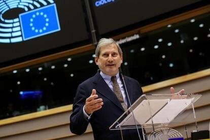 El comisario europeo de Presupuesto, Johannes Hahn, en el Parlamento Europeo.