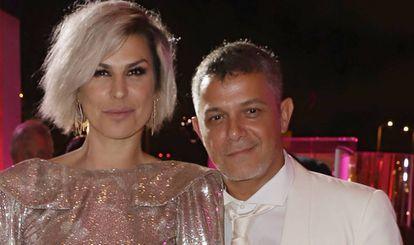 Raquel Perera y Alejandro Sanz, en una fiesta en un museo de Miami celebrada el 9 de marzo de 2019.