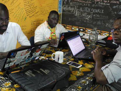 Imagen de Ovillage, en Abiyán (Costa de Marfil), con Cyriac Gbogou, Antoine Mian y Florent Youzan.