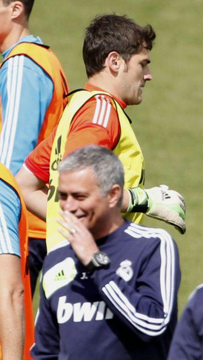 Casillas y Mourinho, durante un entrenamiento.