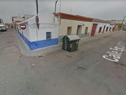 Confluencia de la calle Encuentro con Melquíades Álvarez de Argamasilla de Alba (Ciudad Real).