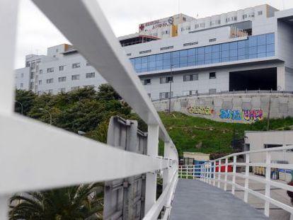 Edificio central del Complexo Hospitalario Universitario de A Coruña