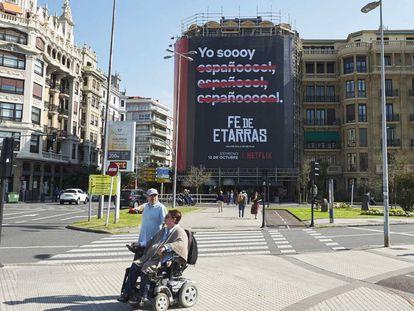 El cartel de la película 'Fe de etarras' en el festival de cine de San Sebastián.