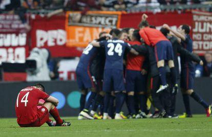 Los jugadores del Atlético celebra el pase a la final.