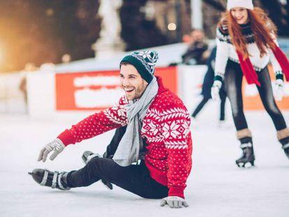 En la lista con ideas de regalos se encuentran unos patines para que puedas lanzarte a la pista de hielo.