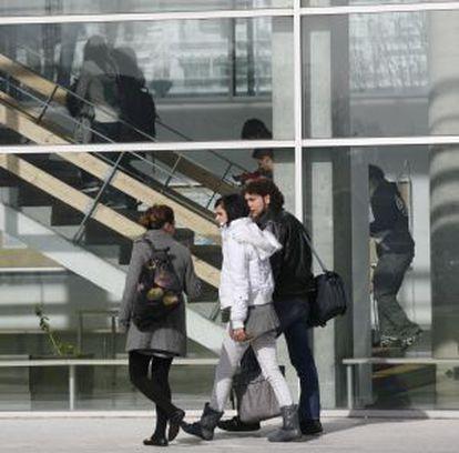 Estudiantes en el campus de Ibaeta en la Universidad del País Vasco.