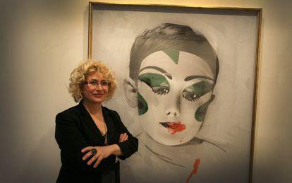 La artista Carmen Calvo, junto a una de sus obras, el pasado año.