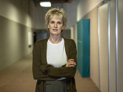 La novelista y ensayista Siri Hustvedt posa en los pasillos de la FIL de Guadalajara (México) en 2019.