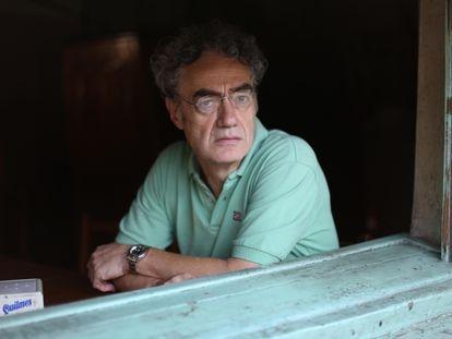 El ensayista Alejandro Horowicz en un bar de Buenos Aires, Argentina.