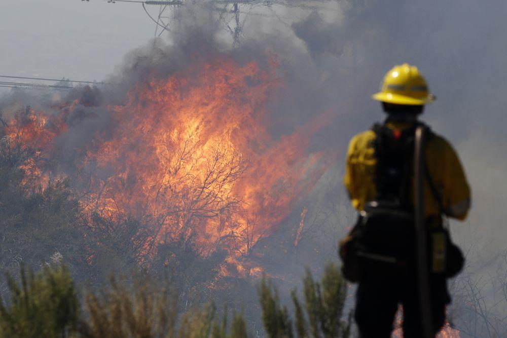 Cerca de 8.000 evacuados en California por un incendio forestal que ha arrasado 10.500 hectáreas